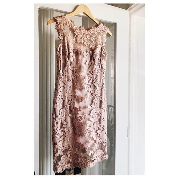 Tadashi Shoji Dresses & Skirts - Tadashi Shoji Sleeveless Scalloped Lace Sheath